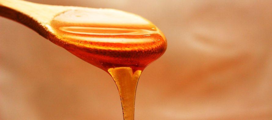Le gommage visage maison au miel